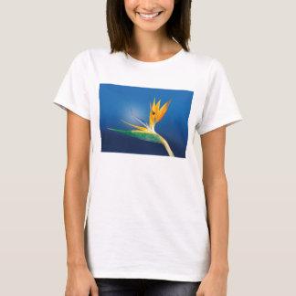 Strelitzia. De bloem van de paradijsvogel T Shirt