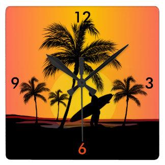 Surfer bij zonsondergang vierkante klok