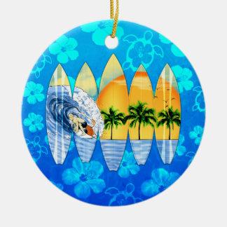 Surfer en Surfplanken Rond Keramisch Ornament