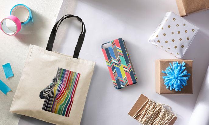 Maak je eigen speciale cadeau voor de tiener in je familie en personaliseer met kleur, stijl of design.