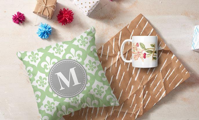 Maak je eigen speciale cadeau voor haar en personaliseer met kleur, stijl of design.