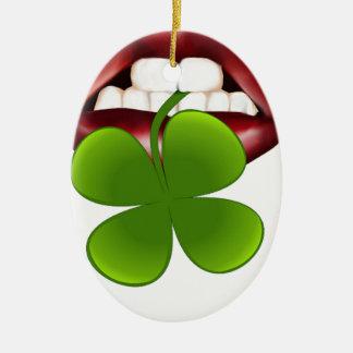 t-shirt van de kus de hete Ierse gift Keramisch Ovaal Ornament
