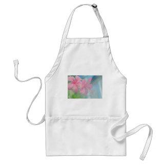 Tedere macrospruit van roze hibiscusbloemen standaard schort