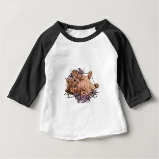 Tekening van Katje als Kat met Koord en Lelies Baby T Shirts