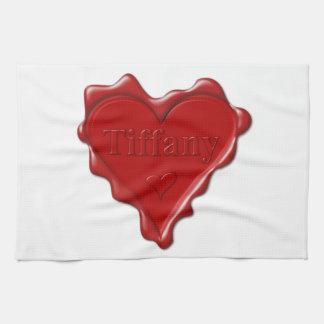 Tiffany. De rode verbinding van de hartwas met Theedoek