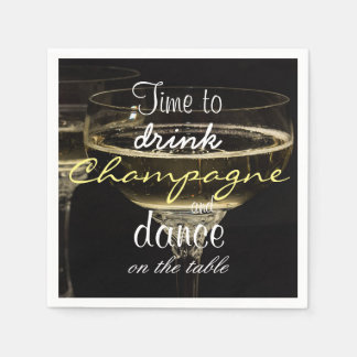 Tijd om champagne te drink en op de lijst te papieren servet