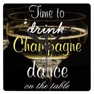 Tijd om champagne te drink en op de lijst te vierkante klok