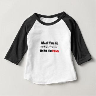 toen ik kind was hadden wij negen planeten baby t shirts