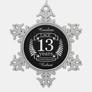 Traditionele het huwelijksverjaardag van het kant tin sneeuwvlok ornament