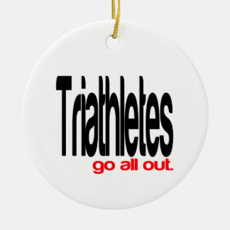 Triathletes gaat allen uit rond keramisch ornament