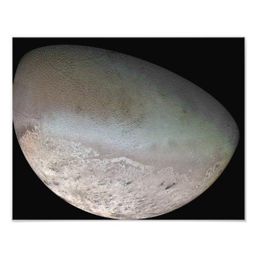 Triton, de grootste maan van planeet Neptunus Foto Afdrukken