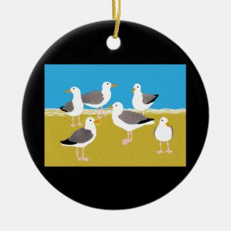 Troep van Zeemeeuwen bij de OceaanRand Rond Keramisch Ornament