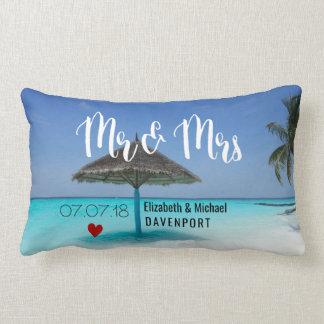 Tropisch Strand met het Met stro bedekte Huwelijk Lumbar Kussen