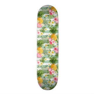 Tropische Bloemen & Ananas op Blauwgroen Strepen Skateboard