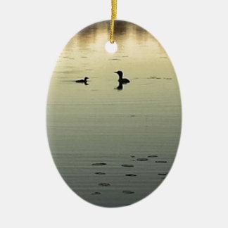 Twee duikers keramisch ovaal ornament