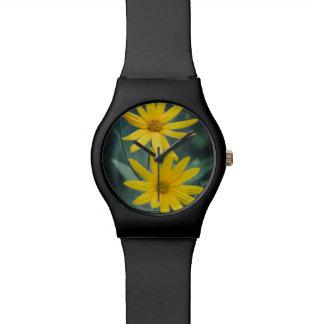 Twee gele bloemen van de artisjok van Jeruzalem Horloge