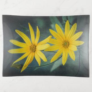 Twee gele bloemen van de artisjok van Jeruzalem Sierschaaltjes