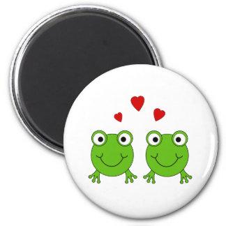 Twee groene kikkers met rode harten magneten