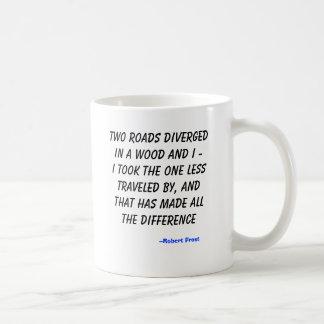 Twee wegen divergeerden in een hout en I - ik nam… Koffiemok