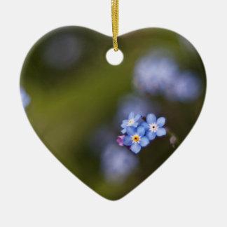 Uiterst klein vergeet me niet bloem keramisch hart ornament