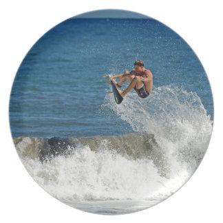 Uiterste die reusachtige lucht tropische golven su bord