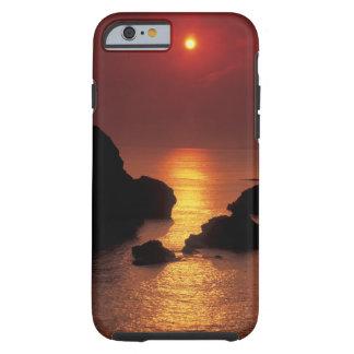 uitzicht van de zon die over het zee plaatst tough iPhone 6 hoesje