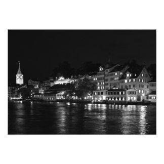 Uitzicht van dijk Limmata bij nacht Foto