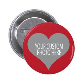 Uw douanefoto in rode hartvorm ronde button 5,7 cm