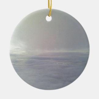 Van de wolk rond keramisch ornament
