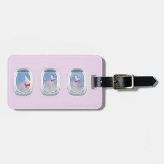 Varkens die voorbij vliegtuigvensters vliegen bagagelabel
