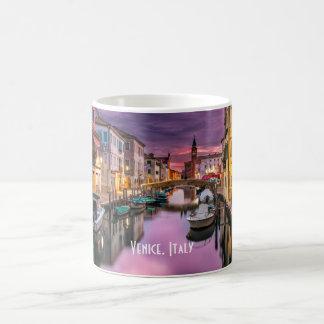 Venetië, het Schilderachtig Kanaal van Italië & Koffiemok