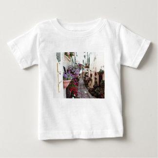 Vensters, balkon en bloemstegen in Spello Baby T Shirts