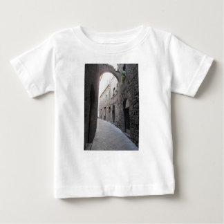 Verborgen steeg in Volterra dorp, provincie van Baby T Shirts