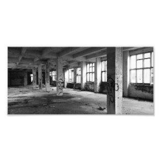 Verlaten stedelijke architectuur - binnenlandse foto afdruk
