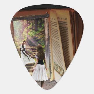 Verloren het worden in verbeelding terwijl het gitaar plectrum