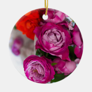 verse rozen rond keramisch ornament