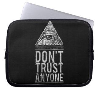 Vertrouw niet op iedereen laptop hoesjes