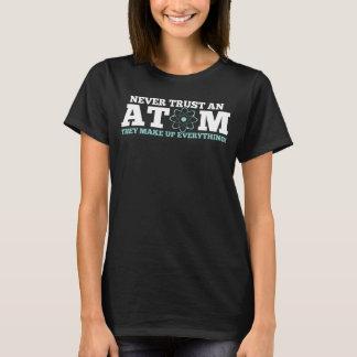 Vertrouw nooit op een Atoom zij omhoog alles maken T Shirt