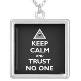 Vertrouwen niemand zilver vergulden ketting