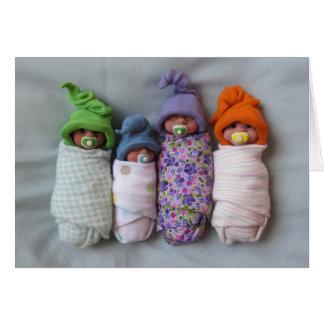 Vier Babys: De Beeldhouwwerken van de Klei van het Kaart