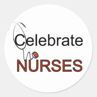 Vier de T-shirts en de Giften van Verpleegsters Ronde Sticker