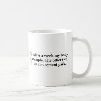 Vijf dagen per week is mijn lichaam een tempel koffiemok