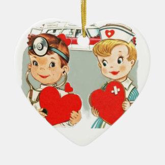 vintage arts en verpleegster liefde met keramisch hart ornament