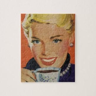 Vintage Dranken, Gelukkige Vrouw met Kop van Puzzel