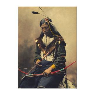 Vintage Foto van Cherokee Man met Boog Canvas Print