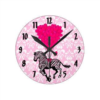 Vintage gestreept & roze hart op damast ronde klok