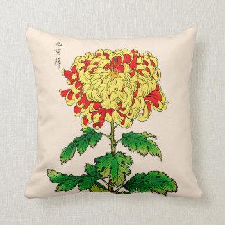 Vintage Japanse Chrysant. Gele mosterd Sierkussen