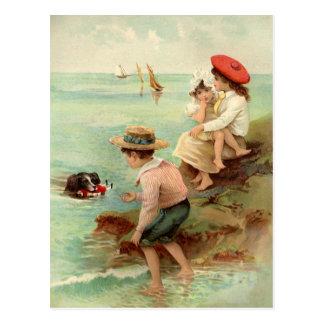 Vintage Kinderen bij het Briefkaart van het Strand
