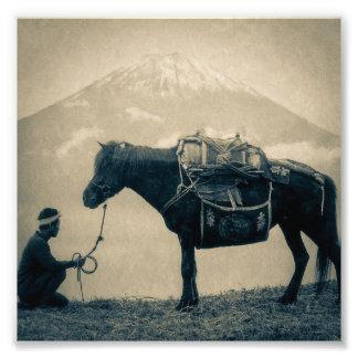 Vintage Reiziger en Zijn Paard op manier aan Mt. Foto Afdruk