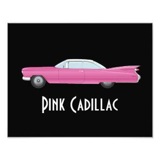 Vintage Roze Cadillac met Zwarte Achtergrond Foto Afdrukken
